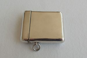 Wide picture of large silver vesta case