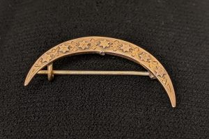 Victorian gold crescent brooch